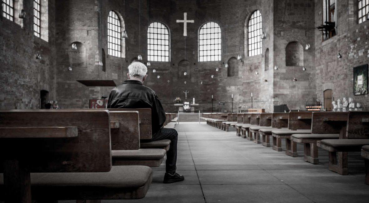 """Czy polski film Tomasza Sekielskiego przedstawia Kościół w złym świetle? Gdzie obejrzeć film o pedofilii Tomasza Sekielskiego? O czym jest ,,Tylko nie mów nikomu""""? Dlaczego dokument Sekielskich o molestowaniu dużo uświadamia?"""
