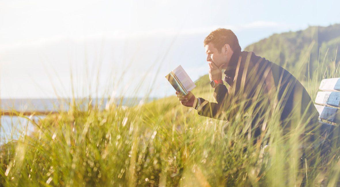 """Kto udzielił wywiadu do książki? O czym jest ,,Przygotuj się na Start""""? Kto pomagał w jej realizacji? Bohaterzy z którymi spotkamy się w książce!"""