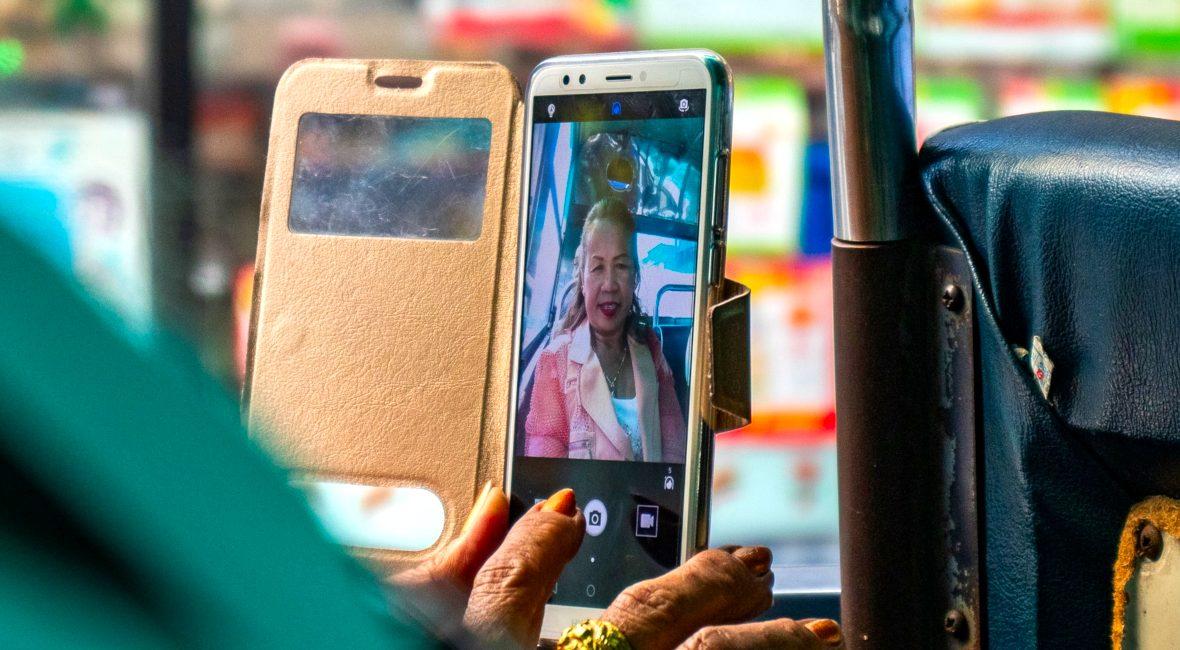 Dlaczego dorośli powinni potrafić obsłużyć nowoczesne technologie? Na czym polega uczenie dorosłych? Jakie zmiany czekają naszych rodziców i dziadków!