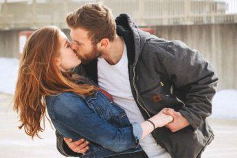 Z kim nie powinniśmy rozmawiać o swoim związku? Kiedy możemy otworzyć się ze swoimi problemami miłosnymi? O poruszaniu tematów damsko-męskich w sieci!