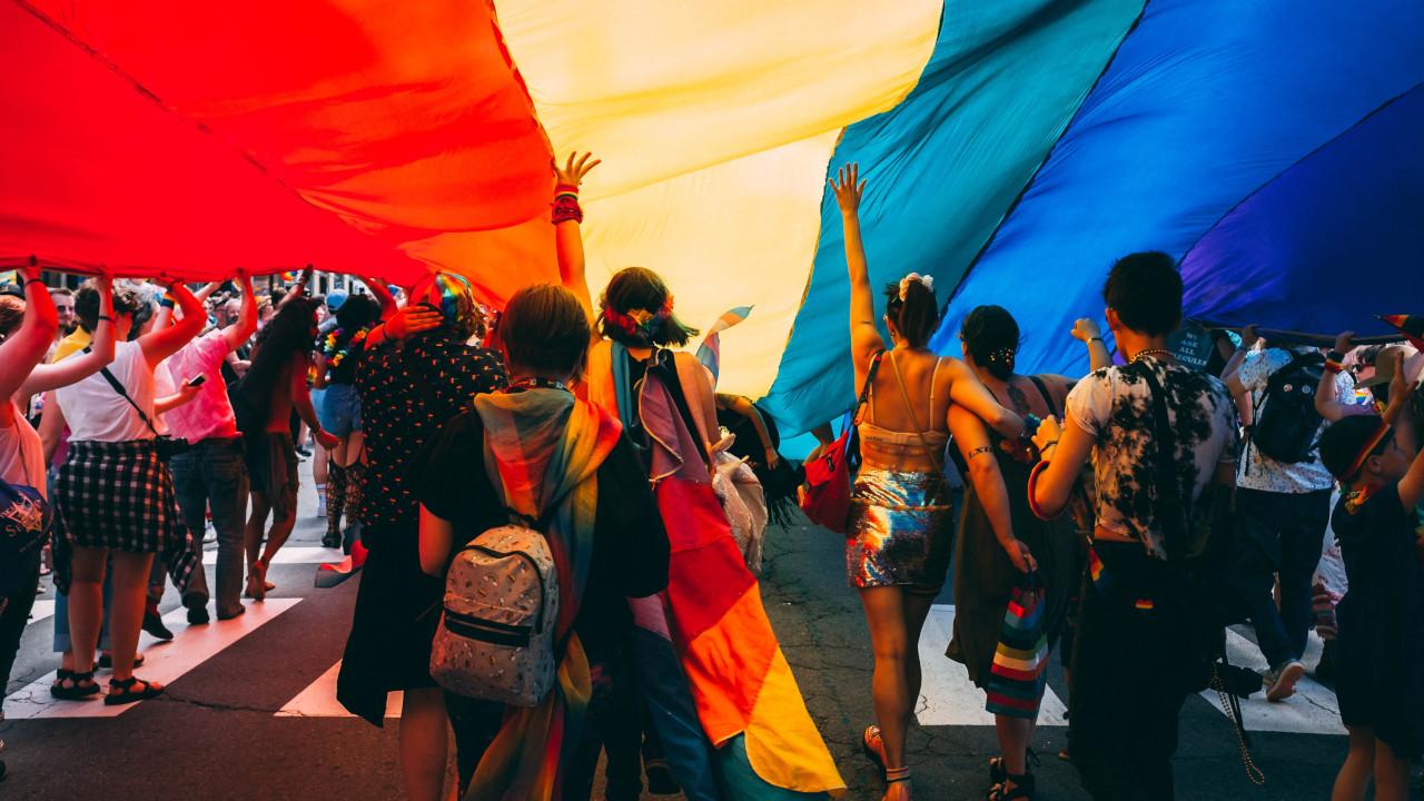 Czy brakuje porad dla osób homoseksualnych? Jak (nie) doradzać osobom i onnej oriernacji? Pisanie o związkach homoseksualnych w nowoczesnym świecie!