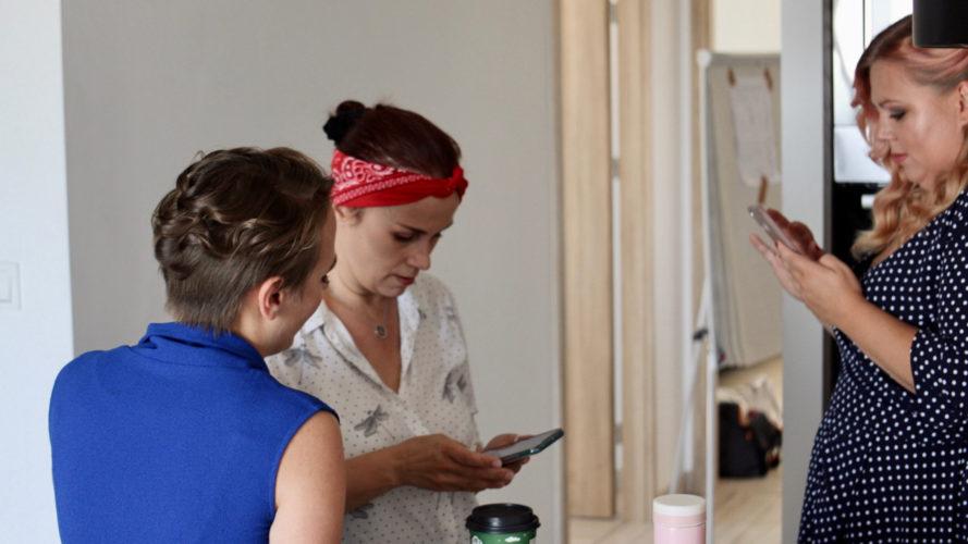 Skąd pomysł na zorganizowanie sesji z 17 kobietami? Sesja portretowa autorstwa Moniki Dudzik w Varsovia Apartamenty! Zobacz reportaż!
