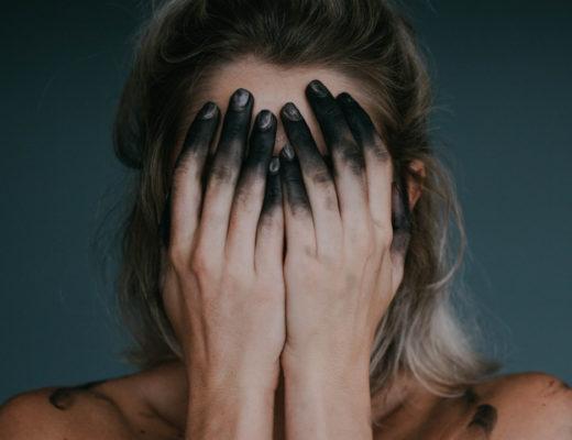 Dlaczego anorektycy robią brzuszki? Z jakiego powodu anoreksja to choroba psychiczna? Jak rozmawiać z osobą chorą na anoreksję lub bulimię? Czym jest anoreksja i bulimia i jak walczyć!