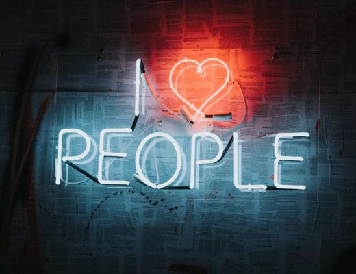Lubisz obserwować świat i analizować zachowania osób dookoła? Dołącz do dyskusji o relacjach międzyludzkich!